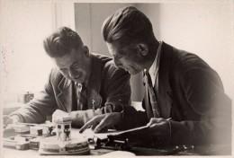Photo Originale Bureaucrate - Ambiance De Bureau En 1938 - Voir Légende Au Dos - Richard Kindt - Berlin - Allemagne - Professions