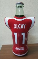 AC - COCA COLA EMPTY BOTTLE & CROWN CAP TURKISH FOOTBALL NATIONAL TEAM NAMES SOCCER - 11 - OLCAY - Botellas