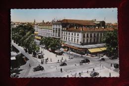 """TOULOUSE - Carrefour ROOSEVELT Et Boulevard De STRASBOURG .Cinéma """" Les VARIETES"""". - Toulouse"""