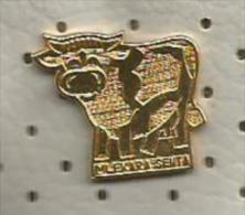 A27 Cow,pin MLEKARA SENTA YUGOSLAVIA MILK INDUSTRY Vache Mucca Latteria Dairy Produits Laitiers - Animals