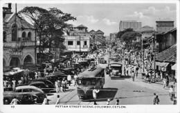 """05021 """"SRI LANKA - COLOMBO (CEYLON) . PETTAN STREET SCENE"""" ANIMATA, AUTO ANNI '50. CART. POST. ORIG. SPEDITA 6.XII.1952 - Sri Lanka (Ceylon)"""