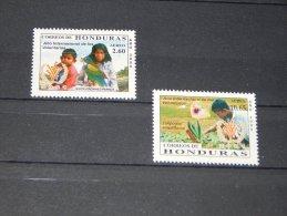 Honduras - 2000 Year Of The Volunteer MNH__(TH-1227) - Honduras