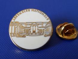 Pin's Arthus Bertrand - Assemblée Nationale - Palais Bourbon - Rond Blanc - Diam 2.1 Cm (AA32) - Arthus Bertrand