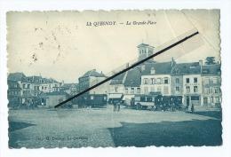 CPA Très Abîmée - Le Quesnoy  - La Grande Place  - Roulotte  Roulottes - Le Quesnoy