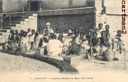 TANANARIVE COURJANES ATENDANT LE DEPART D'UN CONVOI MADAGASCAR AFRIQUE - Madagascar