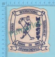 Badge Ecusson En Tissu 1971 ( Hockey, Tournoi International Drummondville Quebec Canada )2 Scans - Hockey - Minors (Ligue Mineure)