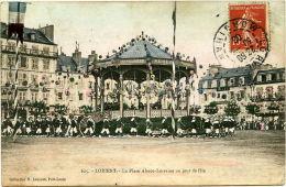 LORIENT (54) - Place Alsace Lorraine, Jour De Fête Avec Kiosque Décoré  Et Parade - Lorient