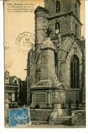 PLOËRMEL ( 56) - Monument Aux Morts Devant L'Eglise - Convoyeur Ligne Ploërmel à Chateaubriant - Ploërmel