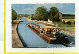 Briare Le Canal. - Pont Canal.  Postée 1969 . Peniche Chaumont. Batellerie  Edit ValoireN° 3858 - Briare