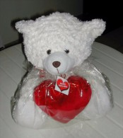 Ours Blanc En Peluche Avec Coeur Rouge - Teddybären