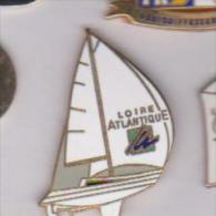 Pin's  BATEAU LOIRE ATLANTIQUE SIGNE MARC POTIRON - Bateaux