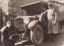 Photographie 5.8 X 8.5 - Norges (21) 1940 Début De Tournée Pour Cette Vendeuse Ambulante En De Dion Bouton KB 1928 - Cars