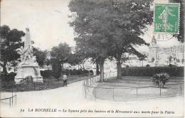 LA ROCHELLE - 17 -  Le Square Pris Des Bassins Et Le Monument Aux Morts Pour La Patrie - ENCH1202 - - La Rochelle