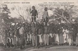 Haute Guinée  - Tam-Tam  Les Griots Dansent  Portant Sur Leurs épaules Des Fillettes  -   Scan Recto-verso - French Guinea