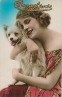 FEMMES - FRAU - LADY - DOG - Jolie Carte Fantaisie Portrait Femme Avec Chien Loulou Blanc - Chiens