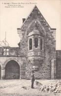 Cp , 35 , VITRÉ , Château Des Duc De La Trémouïlle , Intérieur De La Cour , Chapelle Et Chaire Extérieure - Vitre