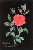 Carte Postale Plastifiée Des Années 1950  Représentant Une Rose  -heureux Anniversaire - Blumen