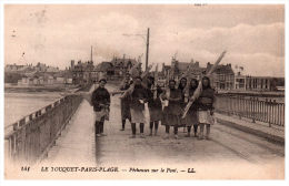 62 LE TOUQUET PARIS PLAGE -- Pêcheuse Sur Le Pont - Le Touquet