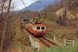 Tarascon Sur Ariege (09) Avril 1979 - Une Automotrice Z7100 Près De Tarascon Sur Ariege - Trains