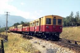 Enveitg (66) Août 1980 - Une Rame Du Train Jaune (Z100) Quitte La Gare De Latour De Carol-Enveitg - France