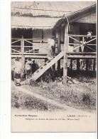 Laos - Indigènes Au Bureau De Poste De Pak-San (Moyen Laos) - Collection Raquez Serie D, N°19 - Laos