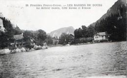 Cpa (25) Frontiere Franco-suisse - Les  Bassins Du Doubs Le Dernier Bassin Cote Suisse Et  France - Other Municipalities