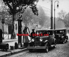 Reproduction D'une Photographie D'une Ancienne Station Essence Au Bord D'une Route - Reproductions