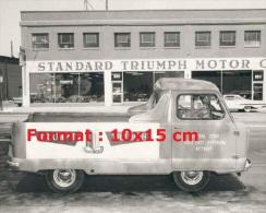 Reproduction D'une Photographie D'une Camionnette Publicitaire Pour La Marque Triumph - Reproductions