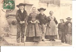 Environs D'auray  Petits Bretons Et Bretonnes En Costumes De Fête - Personnages