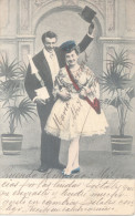 PAREJA CON ENORME BOTELLA DE CHAMPAGNE DE 4 LITROS CIRCULEE 1904 ULTIMA HORA POR FERROCARRIL RARISIME - Koppels