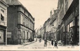 88. Neufchateau. La Rue Saint Jean Et L'hotel De Ville - Neufchateau