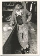 Robert Doisneau Photographe : Le Consommateur Aux Jambes Croisées 1953 (nouvelles Images Neuve) - Doisneau
