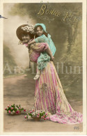Postcard / CP / Postkaart / Girl / Fille / Femme / Woman / Ed. Iris / No 2010 / Sazerac Phot. / 1911 - Grupo De Niños Y Familias