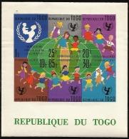 B)1961 TOGO, EMBLEM, CHILDREN AND GLOBE, UNICEF,  CHILDREN OF VARIOUS RACES DANCING AROUND THE GLOBE, 15TH ANNIVERSARY - Togo (1960-...)