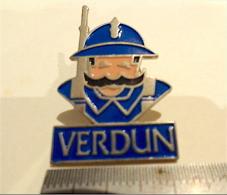 PIN´S - VERDUN (55) LE POILU - Pin's