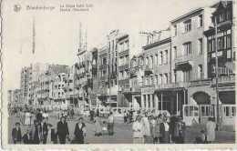 Blankenberghe - La Digue Côté Est - Zeedijk Oostkant - Circulé En 1956 - Très Animée - NB - TBE - Blankenberge