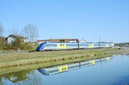 Luzy Sur Marne (52) 08/05/2003 - Autorail X72500 - Trains