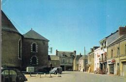 HERIC . Place De L'Eglise Et L'Hötel '' Le Mouzillon '' . Taxis - Ambulance . - France