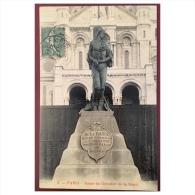Paris  Statue Du Chevalier De La Barre  2 - Statues