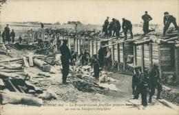BELGIQUE NIEUPORT / La Brigade Nationale Anglaise Prépare Des Retranchements Au Sud De Nieuport / - Nieuwpoort