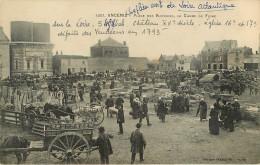 Dép 44 - Attelage De Chevaux - Animaux - Cochons - Ancenis - Place Des Victoires - Le Champ De Foire - 2 Scans - état - Ancenis