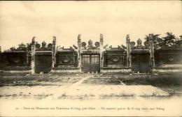 CHINE - Porte De L'empereur Au Tombeaux Si Ling - Près De Pékin - A Voir - Lot N° 11175 - Chine