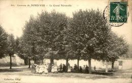 LE GRAND NERONVILLE - La Place Du Village - Animée - A Voir - N° 11188 - Dordives