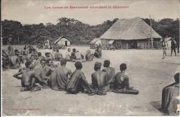 CPA, Les Saras De Mavouadi Attendent Le Déjeuner - Congo - Brazzaville