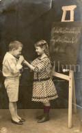 Postcard / CP / Postkaart / Boy / Garçon / Fille / Girl / In The Classroom / Ed. NPG / No 1363 - Grupo De Niños Y Familias