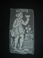Decors De Rideau Ancien Travail Sur Filet Sujet Automne Personnage Vin  Tres Fin 19 X 10 Cm Environ Tres Bon Etat - Drapery