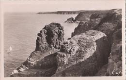 CAP FREHEL  ( 22 ) Les Rochers De La Fauconnière , L'anse De Sévigné , Au Loin Le Fort La Latte - Cap Frehel