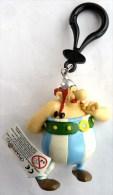 FIGURINE ASTERIX PLASTOY 2002 OBELIX AMOUREUX AVEC DES FLEURS Porte Clés TBE - Asterix & Obelix