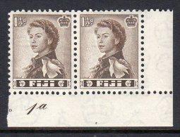 FIJI - 1959-1963 ONE PENNY HALFPENNY DEFINITIVE PAIR WITH CONTROL CORNER MARGIN FINE MNH ** SG 300 X 2 - Fiji (...-1970)