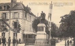 Pontivy - Place Nationale - Monument Du Général De Lourmel, Aide De Camp De L'Empereur - Edition Laurent Nel - Pontivy